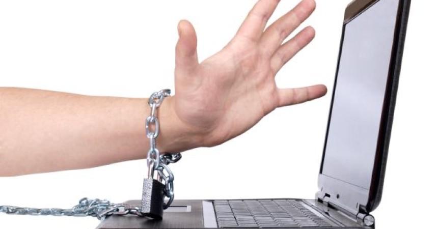 Postao sam ovisan o pornografiji na internetu – kako da se oslobodim tog zla?