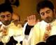 Čileanski blizanci čija je majka odbila pobačaj danas su svećenici