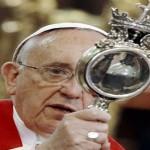 VIDEO: Relikvija sv. Januarija čudesno se pretvorila u tekućinu tijekom papina posjeta Napulju