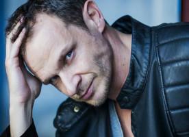 Enis Bešlagić: Lako je biti dobar glumac ali treba pokazati koliko si dobar čovjek