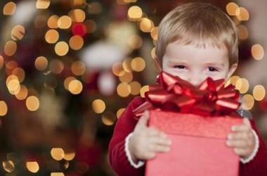 Tko to donosi darove?