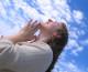 Novo istraživanje pokazuje da su vjernici sretniji od ateista
