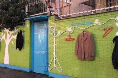 """Iranci spontano stvorili """"zidove dobrote"""" kako bi pomogli beskućnicima"""