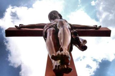 Veliki petak – Kristove pribijene raširene ruke grle svakog od nas jer nas voli!