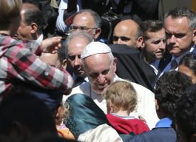 Papa Franjo sa sobom u Vatikan poveo tri sirijske obitelji