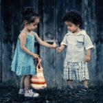 Postoje ljudi koji se u odnosima daruju i ljudi koji odnosima trguju!