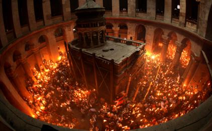 Svjetlo koje u crkvi Svetog Groba izbija iz kamena na kojem je položeno tijelo Krista, zapanjuje svijet!