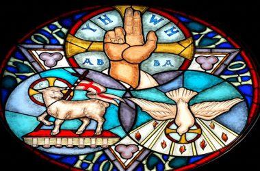 Mi živimo u povezanosti s Presvetim Trojstvom!