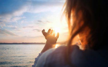 Ljubim te Bože čija ljubav na dlanu drži čitav svijet!