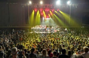 """Više od dva sata izvođači i publika pjesmom slavili Boga na koncertu """"Najmanjima od najmanjih"""""""