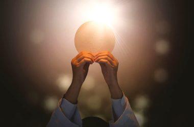 Tijelovo: I mi smo pozvani biti euharistija, kruh koji se lomi za svijet!